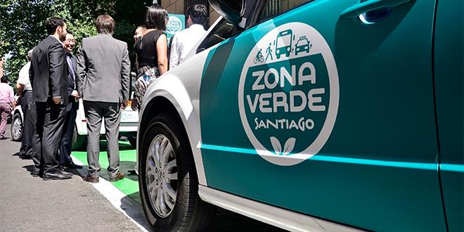 Lanzan primeros taxis eléctricos en Santiago para reducir emisiones