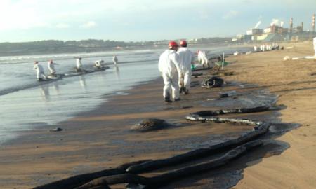 Organizaciones enjuician al Estado por nuevo derrame de petróleo en Quintero