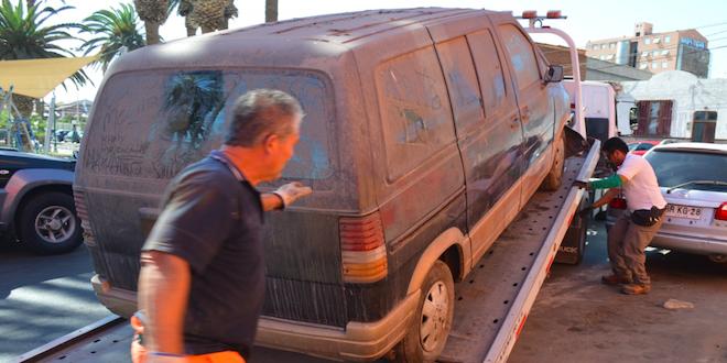 Municipio retira autos abandonados en Arica