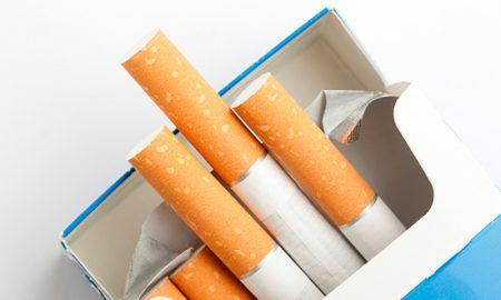 Cajetillas planas (sin marca) reducirían consumo de cigarro en adolescentes