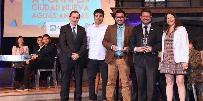 """Plazas de Bolsillo reciben premio a la innovación """"Avonni"""" 2016"""