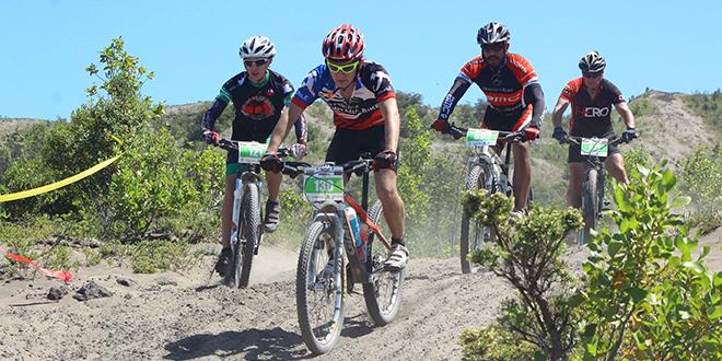Chilenos se suben a la bicicleta para conquistar el volcán Osorno