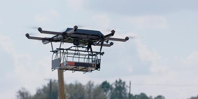 Prueban entrega de mensajería con dron lanzado desde un vehículo