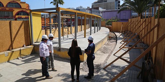 Construyen módulos para artesanos en Plaza Sotomayor de Antofagasta
