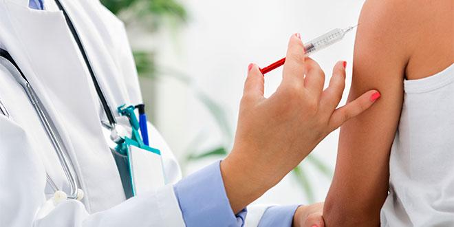 ¿Viaja al extranjero? Ponga atención a estas vacunas