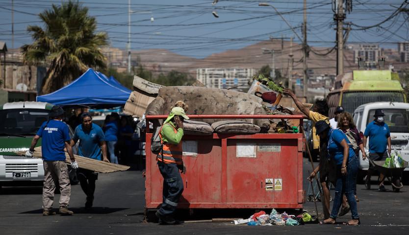 """Avanza campaña """"No mostremos la hilacha y cuidemos la limpieza en Arica"""""""