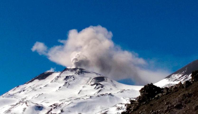 Autoridades vigilan actividad de complejo volcánico Nevados de Chillán
