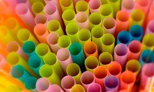 Aramark se suma a la reducción de bombillas y plásticos de un solo uso