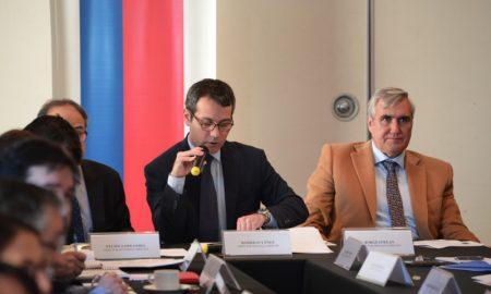 """Analizan riesgos y oportunidades de """"guerra comercial"""" para Chile"""