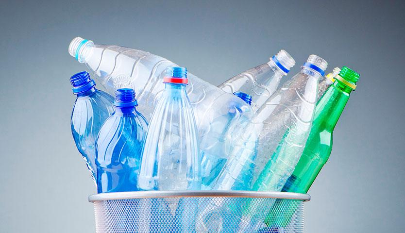 ¿Qué sucede con las botellas de plástico que se llevan a espacios de reciclaje?
