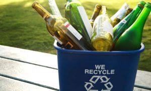 Intervención urbana busca incentivar reciclaje de vidrio