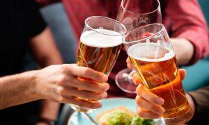 ¿Cómo avanza el alcohol en el cerebro?