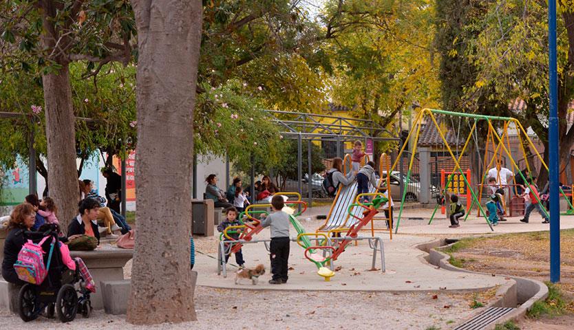 Aprueban equipamiento para plazas comunales por más de $2.000 mil millones