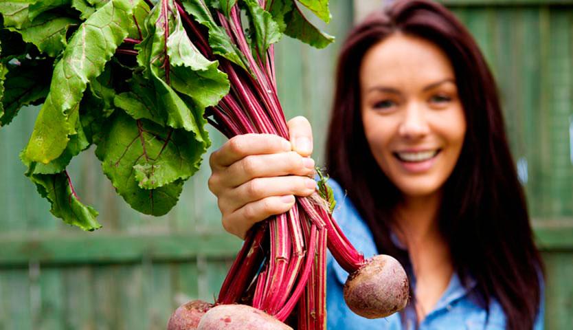 Nutrición: ¡cómo aprovechar las hojas y tallos que botas a la basura!