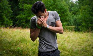 Advierten riesgos de mezclar alcohol con medicamentos para la alergia