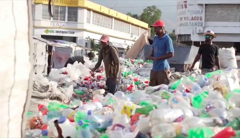 """Empaques de Henkel comienza a usar el llamado """"plástico social"""""""