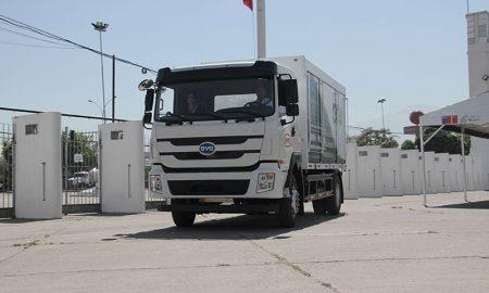 Presentan primer camión eléctrico de alto tonelaje que llega a Chile